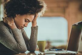 Woman with fatigue in front of a computer